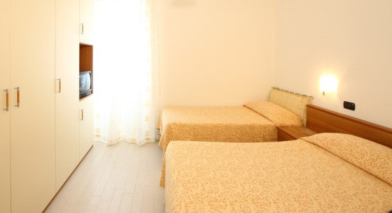 Apartment with two master bedrooms and single beds